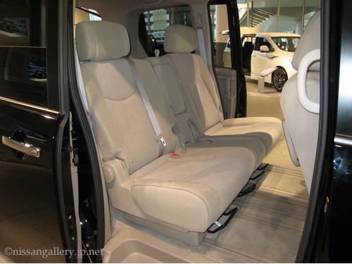 イージークリーンシートは、日産セレナのシートに使われています。
