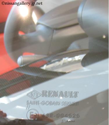 New Mobility CONCEPTのフロントガラスにはルノーのロゴが入っています