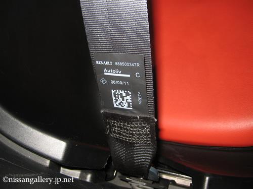 New Mobility CONCEPTのシートベルトにもルノーのロゴが入っています