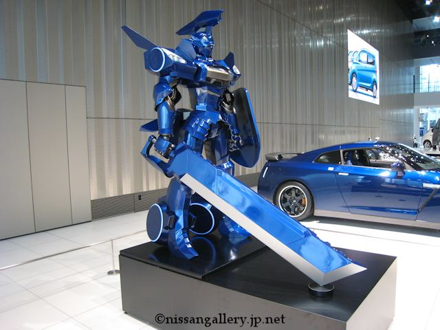 GT-RロボとGT-Rの実車
