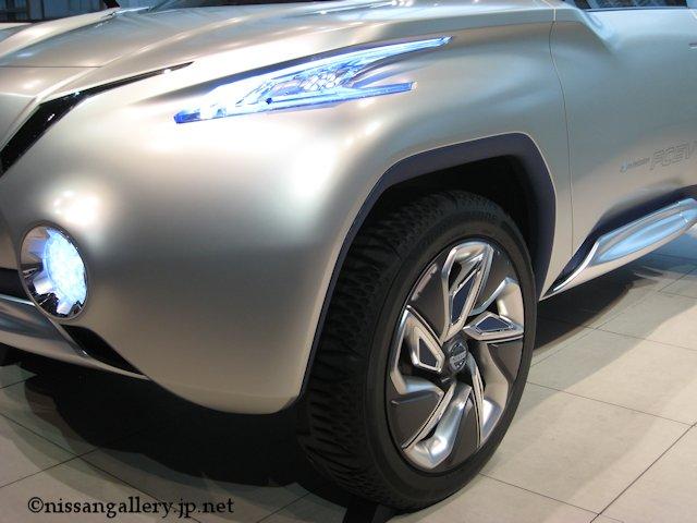 北欧風デザインの燃料電池車のSUV-「TeRRA(テラ)」日本初公開