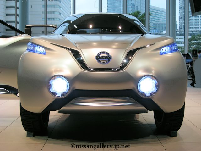 日産、燃料電池車の量産準備完了-「TeRRA(テラ)」日本初公開
