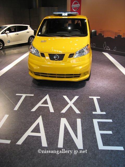 銀座でNYのNV200タクシーを展示