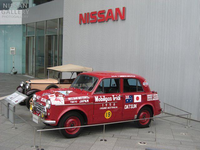 ウェットスーツの素材で古い車を直す ダットサン210富士号