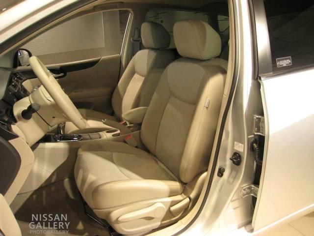 ティーダC12型のシート