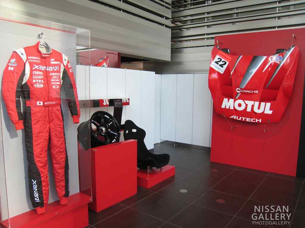 日産、レーシングカーのパーツを展示