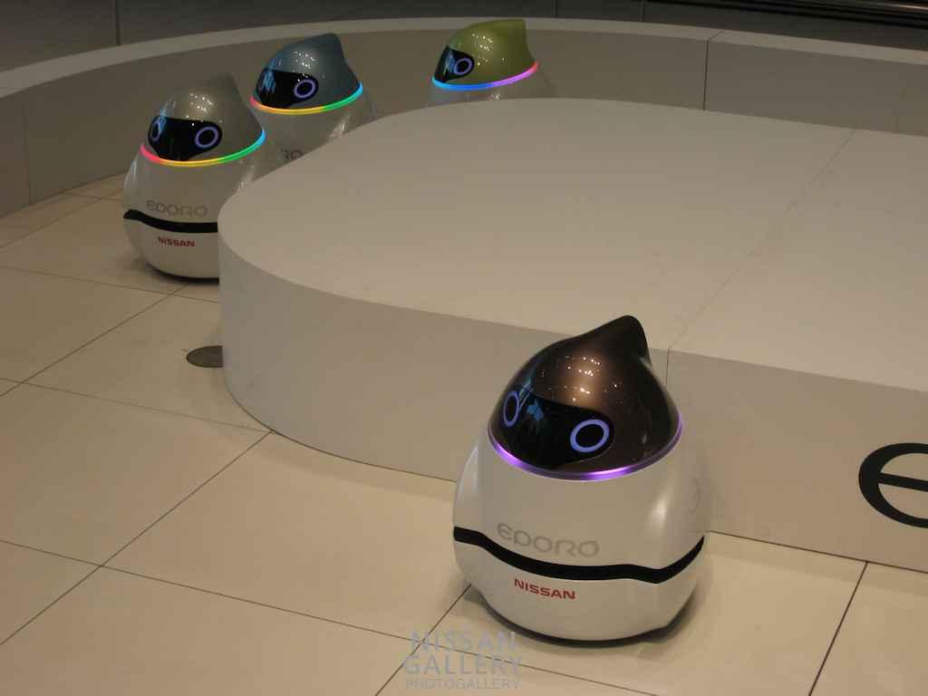 日産 ロボットカーのデモ披露