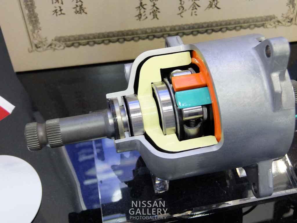 スカイラインに採用のクラッチ 第44回東京モーターショー2015
