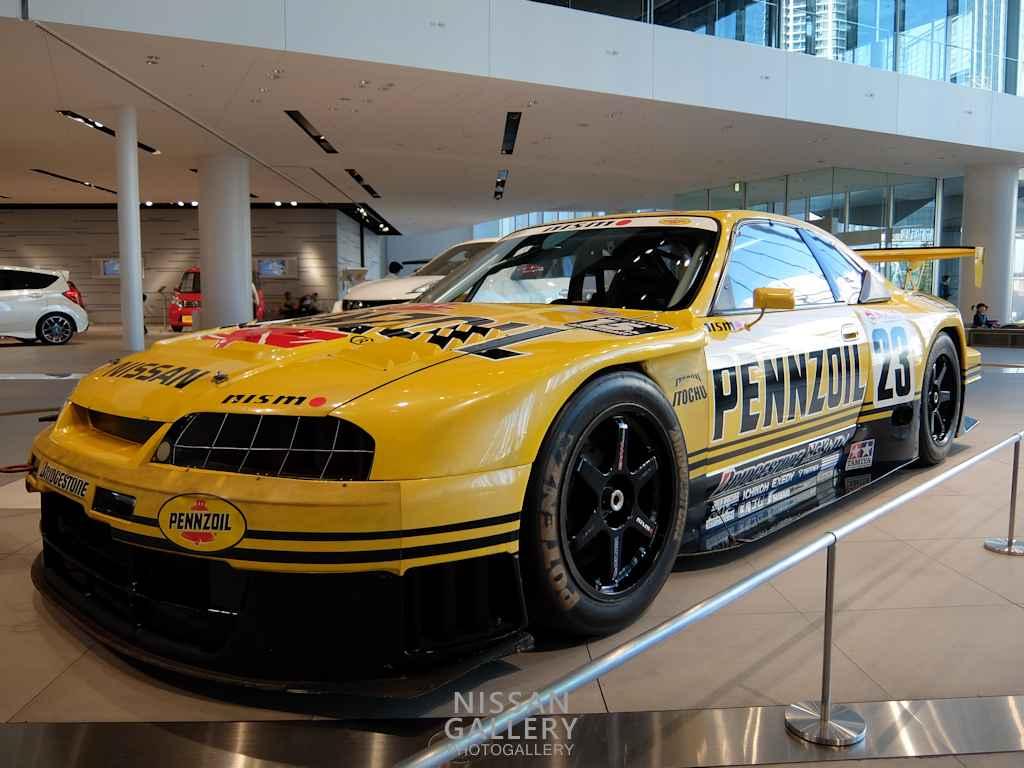 ペンズオイル ニスモGT-R 1998年モデルを展示