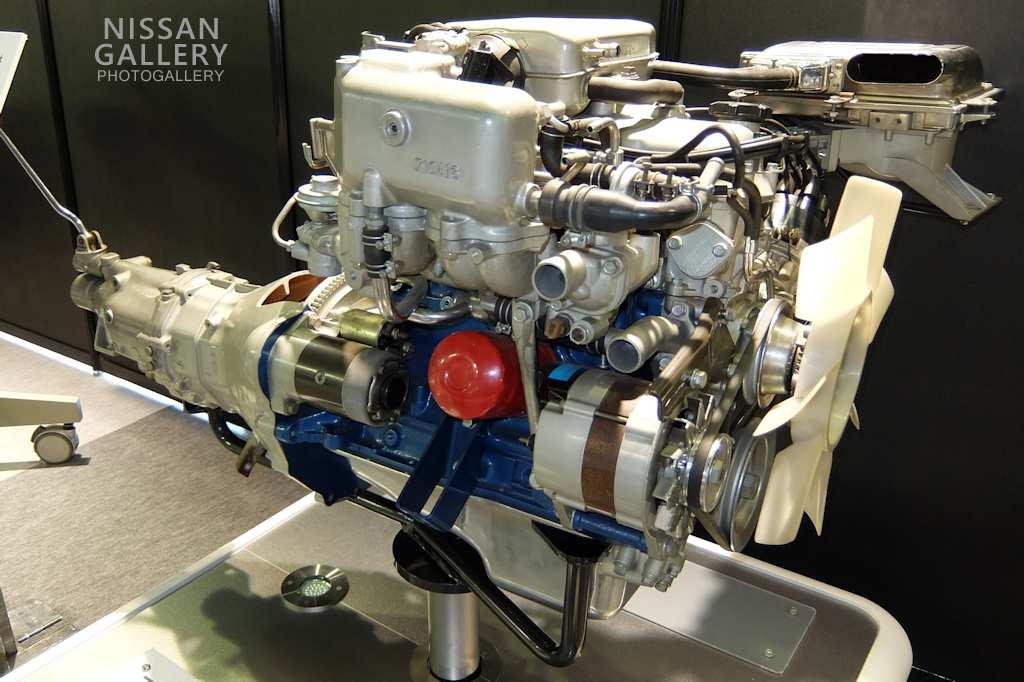 日産 Z型エンジンを展示