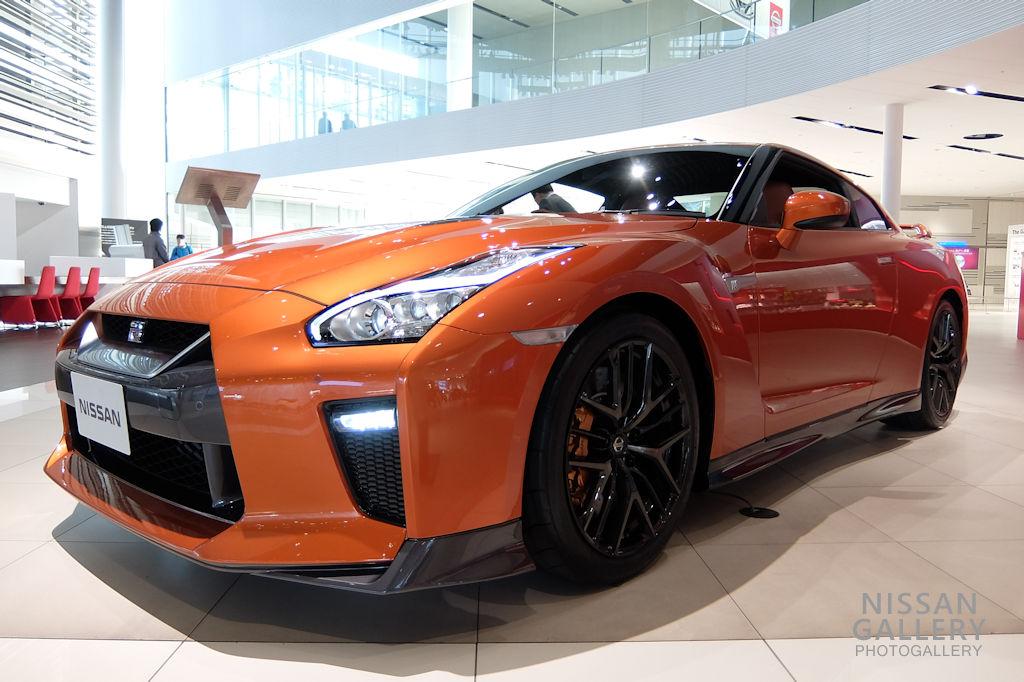 日産GT-R 2018年モデルを展示
