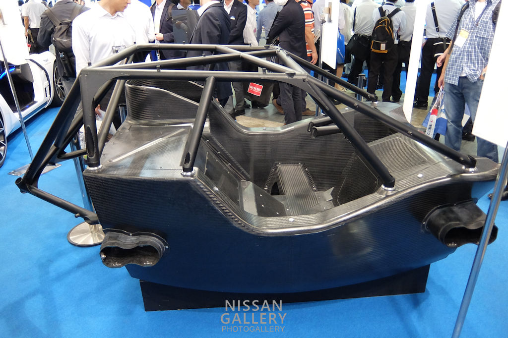 スーパーGT GT500車両のカーボンモノコック
