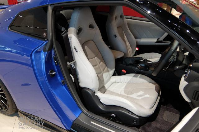 NISSAN GT-R 2020年モデル ファッショナブルインテリア ライトグレー